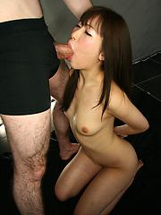 Asian girl Kaede Nonoka deepthroat