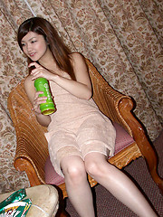 Japanese teen tramp enjoys her big vibrating toy on the rug