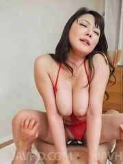 Hinata Komine busty takes tools between lips and in ass and twat