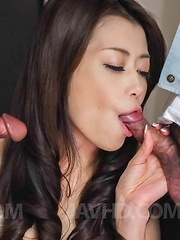 Maki Hojo has two type of sperm on her tongue from sucked dicks