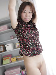 Amateur asian girl takes off her jeans skirt