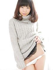 Azusa Onodera exposes her japanese tiny tits