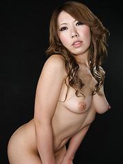 Asian babe takes it deep