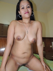 Amateur Filipina babe shows off her big tits for the cam