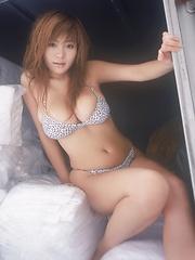 One of the hottest japanese busty idol ever! Yoko Matsugane.