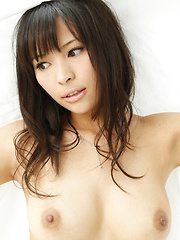 Big tits asian Kyoko Maki shows her breasts