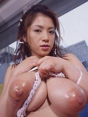 Anna Ohura shows her natural boobs