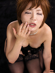 Short-haired japanese model Shiina Mizuho gets cock
