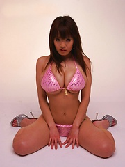 Hitomi Tanaka monster big breasts in several bikinis