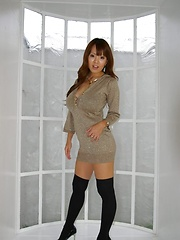 Hitomi Tanaka dressed with a glamurous outfit