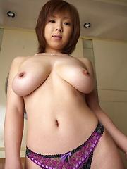 Big tits japanese babe posing