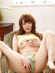 Maomi Nagasawa Asian plays with her titties ans rubs fish taco