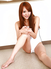 Saki Ueda Asian in gym suit spreads legs while playing on floor