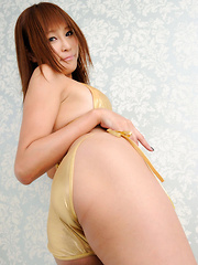 Sayuri Ono Asian in golden heels and lingerie is all about sex