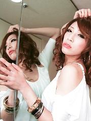 Glam Aya Sakuraba poses and blows a thick shaft
