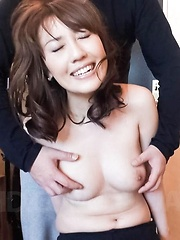 Emiri Mizusawa Asian gets vibrator on clit and fingers in nooky