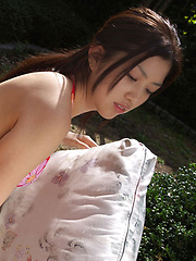 Azusa Togashi Asian shows sexy body in bath suit unde sun light