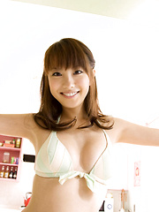 Azusa Yamamoto Asian is happy to show juicy boobies in pink bra