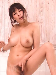 Kyouko Maki Asian fondles her big cans and rubs love box at bath