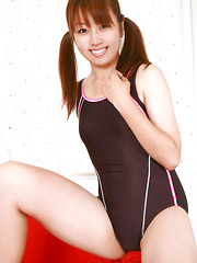 Shizuka Sakura Asian smiles and does some gym to show sexy body