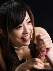 Kyouno Yui doing slowly handjob
