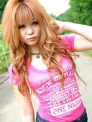 Sensual young Sarina Tsubaki strips outdoor