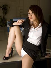 Alluring hot Rino Mizusawa shows her skills