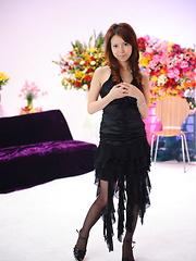 Japanese doll Rino Asuka reveals her curves