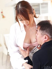 Araki Hitomi Asian takes cock between her big boobs abd licks cum