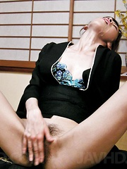 Kanon Hanai Asian in traditional dress gets sperm in her mouth