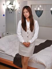 Asian gal Nao Yuzumiya shows off with joy