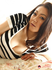 Asian lady Ruri Hayami shows her big titties