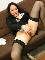 Ai Mizushima spreads her pussy wide open