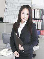 Beautiful Ai Mizushima really loves posing