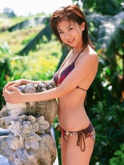 Aki Hoshino Asian with big chest and sexy tummy enjoys summer sun